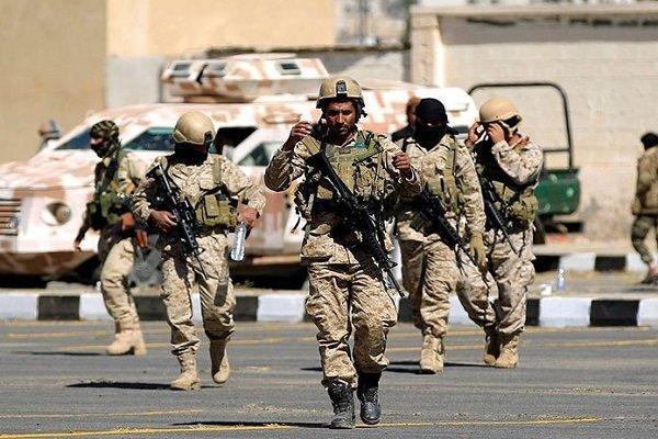 انهدام خودروهای نظامی متجاوزان سعودی در عملیات ارتش یمن